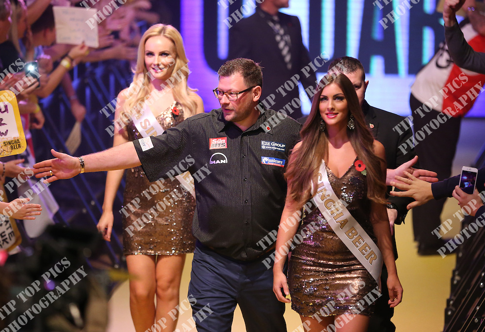 PDC GRAND SLAM OF DARTS 2016,JAMES WADE, JAMIE HUGHES, PIC:CHRIS SARGEANT, TIPTOPPICS,DARTS, PDC,
