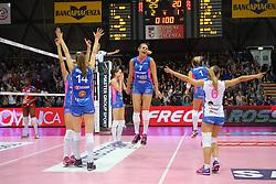 24-04-2016 ITA: Nordmeccanica Piacenza - Foppapedretti Bergamo, Piacenza<br /> Piacenza wint de laatste wedstrijd in the best of three serie met 3-1 en plaatst zich voor de finale / Yvon Belien, Floortje Meijners<br /> <br /> ***NETHERLANDS ONLY***