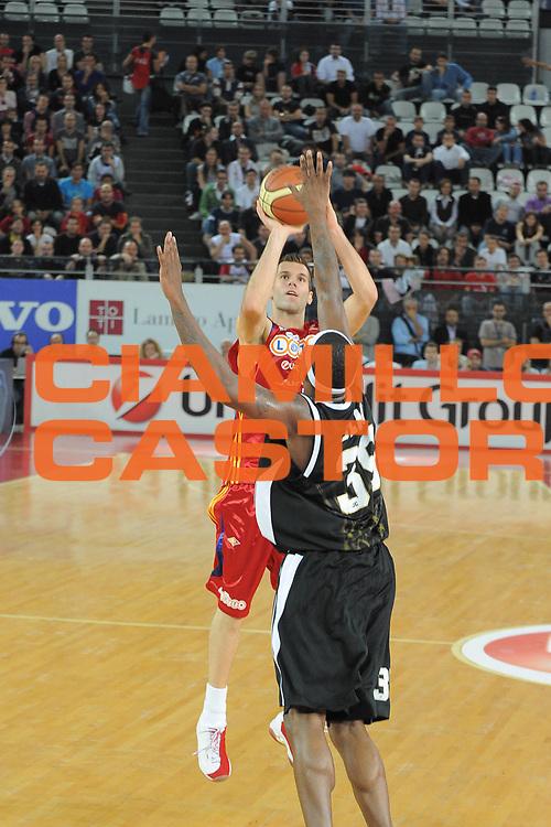 DESCRIZIONE : Roma Lega A1 2008-09 Lottomatica Virtus Roma Eldo Caserta<br /> GIOCATORE : Sani Becirovic<br /> SQUADRA : Lottomatica Virtus Roma<br /> EVENTO : Campionato Lega A1 2008-2009 <br /> GARA : Lottomatica Virtus Roma Eldo Caserta<br /> DATA : 12/10/2008 <br /> CATEGORIA : Tiro<br /> SPORT : Pallacanestro <br /> AUTORE : Agenzia Ciamillo-Castoria/G.Ciamillo<br /> Galleria : Lega Basket A1 2008-2009 <br /> Fotonotizia : Roma Campionato Italiano Lega A1 2008-2009 Lottomatica Virtus Roma Eldo Caserta<br /> Predefinita :