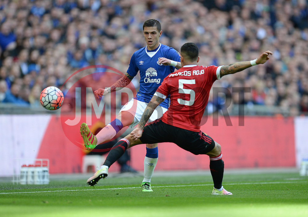 Muhamed Besic of Everton passes the ball down the wing. - Mandatory by-line: Alex James/JMP - 23/04/2016 - FOOTBALL - Wembley Stadium - London, England - Everton v Manchester United - The Emirates FA Cup Semi-Final