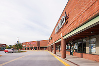 Architectural image of Park Plaza Shopping Center in Maryland by Jeffrey Sauers of Commercial Photographics