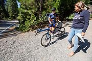 Lieke de Cock maakt zich klaar voor een trainingsrit tijdens de acclimatisatie periode in Peninsula, Californie. Het Human Power Team Delft en Amsterdam, dat bestaat uit studenten van de TU Delft en de VU Amsterdam, is in Amerika om tijdens de World Human Powered Speed Challenge in Nevada een poging te doen het wereldrecord snelfietsen voor vrouwen te verbreken met de VeloX 8, een gestroomlijnde ligfiets. Het record is met 121,81 km/h sinds 2010 in handen van de Francaise Barbara Buatois. De Canadees Todd Reichert is de snelste man met 144,17 km/h sinds 2016.<br /> <br /> With the VeloX 8, a special recumbent bike, the Human Power Team Delft and Amsterdam, consisting of students of the TU Delft and the VU Amsterdam, wants to set a new woman's world record cycling in September at the World Human Powered Speed Challenge in Nevada. The current speed record is 121,81 km/h, set in 2010 by Barbara Buatois. The fastest man is Todd Reichert with 144,17 km/h.