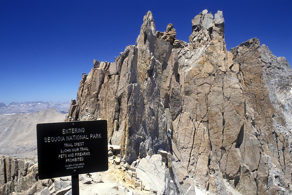 USA, California, Sequoia National Park, Signpost along John Muir Trail to Mount Whitney (14,498')