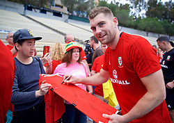 LOS ANGELES, USA - Saturday, May 26, 2018: Wales' Sam Vokes meets supporters after a training session at the UCLA Drake Track and Field Stadium ahead of the International friendly match against Mexico. (Pic by David Rawcliffe/Propaganda)