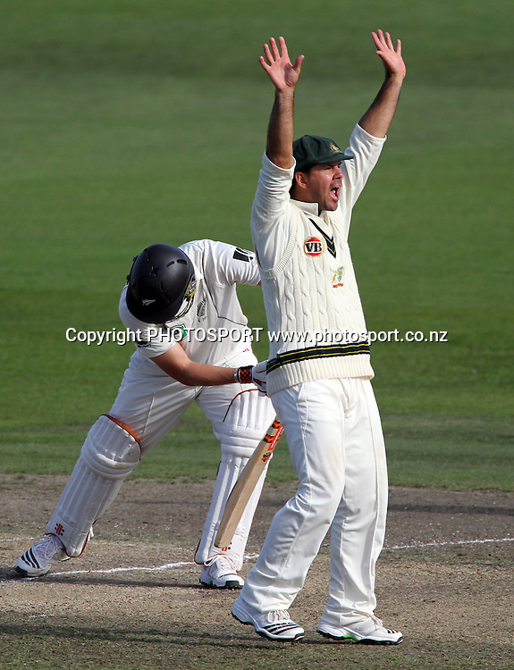 Ricky Ponting appeals successfully for a LBW decision to dismiss Matthew Sinclair off the bowling of Clarke.<br />