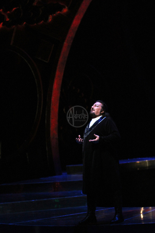 "Seattle Opera Turandot Gold Cast Dress  Antonello Palombi (Calaf). ""Nessun dorma"""
