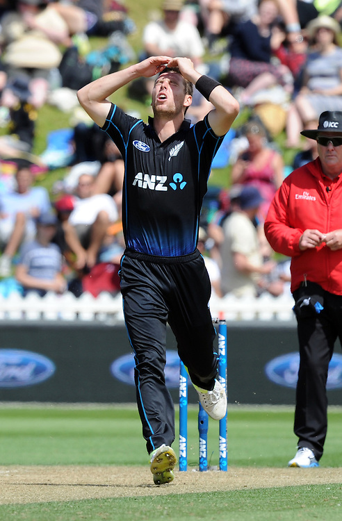 New Zealand's Matt Henry reacts while bowling against Pakistan in the 1st ODI International Cricket match at Basin Reserve, Wellington, New Zealand, Monday, January 25, 2016. Credit:SNPA / Ross Setford