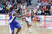 DESCRIZIONE : Pesaro Lega A 2011-12 Scavolini Siviglia Pesaro Bennet Cantu Quarti di Finale Play off gara 3<br /> GIOCATORE : Richard Hickman<br /> CATEGORIA : palleggio penetrazione blocco tecnica<br /> SQUADRA : Scavolini Siviglia Pesaro<br /> EVENTO : Campionato Lega A 2011-2012 Quarti di Finale Play off gara 3 <br /> GARA : Scavolini Siviglia Pesaro Bennet Cantu<br /> DATA : 22/05/2012<br /> SPORT : Pallacanestro <br /> AUTORE : Agenzia Ciamillo-Castoria/C.De Massis<br /> Galleria : Lega Basket A 2011-2012  <br /> Fotonotizia : Pesaro Lega A 2011-12 Scavolini Siviglia Pesaro Bennet Cantu Quarti di Finale Play off gara 3<br /> Predefinita :