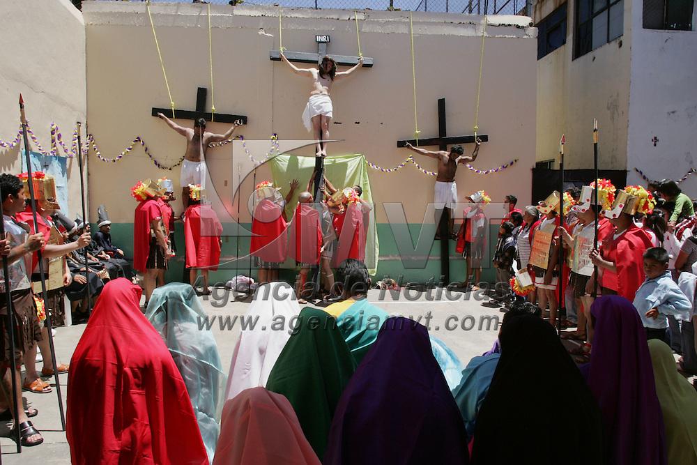 Ixtlahuaca, Mex.- Internos del Centro de Rehabilitacion y Readaptacion Social de Ixtlahuaca, realizan la representacion del Via Crusis y pasion de Jesus, donde participan familiares y custodios del penal estatal. Agencia MVT / Javier Rodriguez. (DIGITAL)<br /> <br /> <br /> <br /> <br /> <br /> <br /> <br /> <br /> <br /> <br /> <br /> <br /> <br /> <br /> <br /> <br /> <br /> <br /> <br /> <br /> <br /> <br /> <br /> <br /> <br /> <br /> <br /> <br /> <br /> <br /> <br /> NO ARCHIVAR - NO ARCHIVE