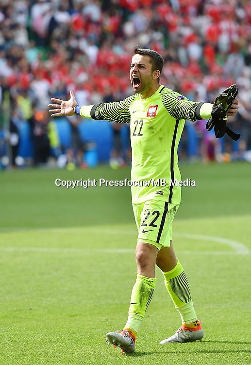 2016.06.25 Saint-Etienne<br /> Pilka nozna Euro 2016<br /> mecz 1/8 finalu Szwajcaria - Polska<br /> N/z radosc feta awans Lukasz Fabianski<br /> Foto Lukasz Laskowski / PressFocus<br /> <br /> 2016.06.25<br /> Football UEFA Euro 2016 <br /> Round of 16 game between Switzerland and Poland<br /> radosc feta awans Lukasz Fabianski<br /> Credit: Lukasz Laskowski / PressFocus