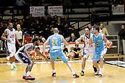 DESCRIZIONE : Caserta Lega A 2014-15 Pasta Reggia Caserta Vanoli Cremona<br /> GIOCATORE : Luca Vitali Marco Cusin<br /> CATEGORIA : palleggio blocco tecnica<br /> SQUADRA :  Vanoli Cremona<br /> EVENTO : Campionato Lega A 2014-2015<br /> GARA : Pasta Reggia Caserta Vanoli Cremona<br /> DATA : 09/11/2014<br /> SPORT : Pallacanestro <br /> AUTORE : Agenzia Ciamillo-Castoria/A. De Lise<br /> Galleria : Lega Basket A 2014-2015 <br /> Fotonotizia : Caserta Lega A 2014-15 Pasta Reggia Caserta Vanoli Cremona