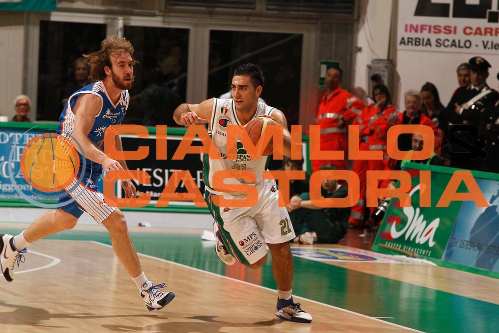 DESCRIZIONE : Siena Lega A 2010-11 Montepaschi Siena Enel Brindisi<br /> GIOCATORE : Pietro Aradori<br /> SQUADRA : Montepaschi Siena<br /> EVENTO : Campionato Lega A 2010-2011<br /> GARA : Montepaschi Siena Enel Brindisi<br /> DATA : 20/04/2011<br /> CATEGORIA : palleggio<br /> SPORT : Pallacanestro<br /> AUTORE : Agenzia Ciamillo-Castoria/P. Lazzeroni<br /> Galleria : Lega Basket A 2010-2011<br /> Fotonotizia : Siena Lega A 2010-11 Montepaschi Siena Enel Brindisi<br /> Predefinita :
