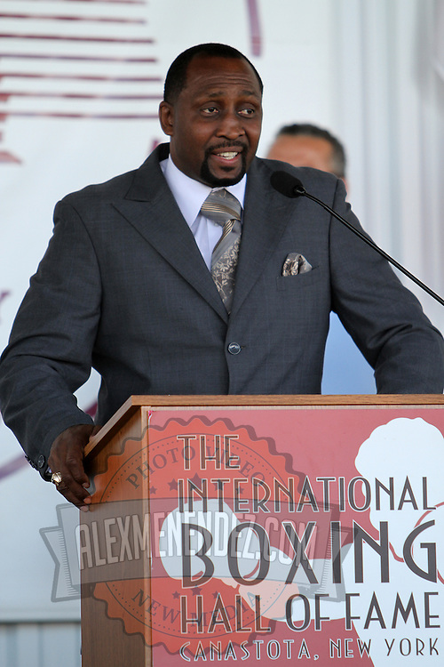 """Inductee Thomas """"Hitman"""" Hearns addresses the crowd during the 23rd Annual International Boxing Hall of Fame Induction ceremony at the International Boxing Hall of Fame on Sunday, June 10, 2012 in Canastota, NY. (AP Photo/Alex Menendez)"""