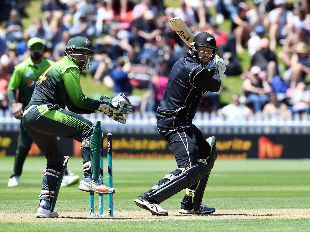 New Zealand's Martin Guptill bats in front of Pakistan's Sarfraz Ahmed in the first one day cricket international at the Basin Reserve, Wellington, New Zealand, Saturday, January 06, 2018. Credit:SNPA / Ross Setford  **NO ARCHIVING**
