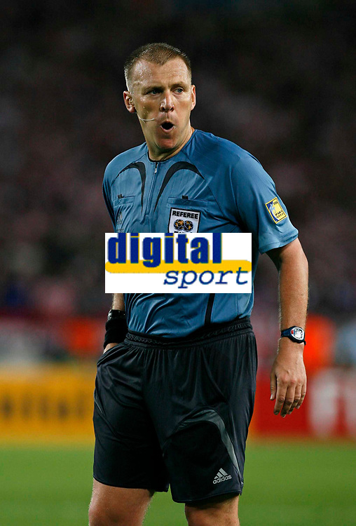 Photo: Glyn Thomas.<br />Croatia v Australia. Group F, FIFA World Cup 2006. 22/06/2006.<br /> Referee Graham Poll.