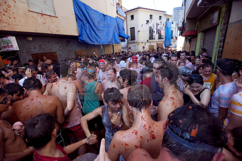 © Licensed to London News Pictures. 29/08/2012. Buñol, Valencia, Spain..The Tomatina Festival in Buñol, Valencia, Spain where thousands of people throw 150,000 specially grown tomatoes at each other in a tradition that has gone on for over 65 years and now attracts people from all over the world on the last wednesday of august each year..Photo credit : Rich Bowen/LNP