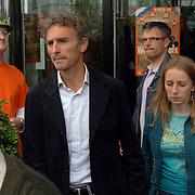 NLD/Rotterdam/20060604 - Vriendschappelijke wedstrijd Nederland - Australie, Paul Rosemöller en dochter