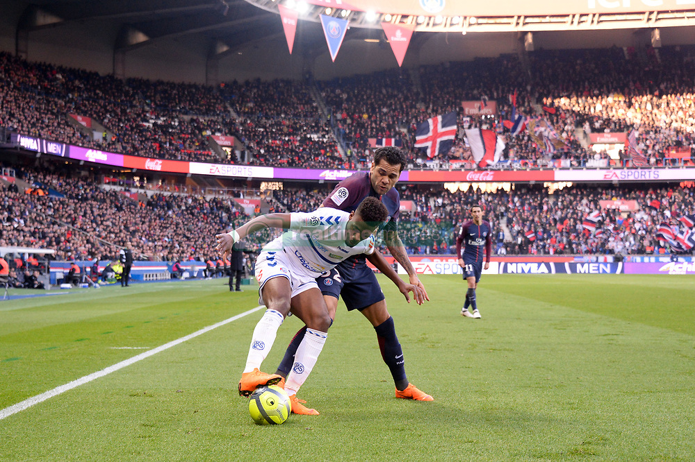 February 17, 2018 - Paris, France - 32 DANI ALVES (psg) - 29 Nuno DA COSTA  (Credit Image: © Panoramic via ZUMA Press)