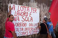 Manifestazione dei lavoratori dell' Ilva contro la chiusura di sei settori dello stabilimento di Taranto, perchè si ritenga siano costruiti su di una falda acquifera e, di conseguenza, altamente dannosi per l' ambiente e per la salute dei lavoratori stessi.