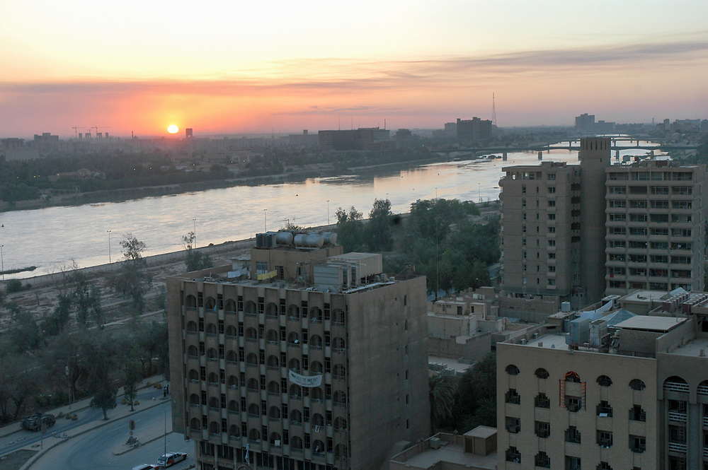 Sunset over the Tigris River. Baghdad, Iraq. 29/04/2003.