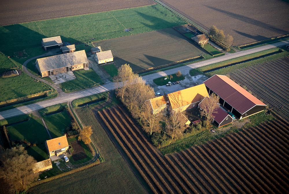 Nederland, Zeeland, Zuid-Beveland, 15/11/2001; complex van boerderijen, schuren en landarbeiders woningen op het platteland; geploegde akkers, rechtsonders jonge aanpanlt van struikjes; structuur vh landschap.<br /> luchtfoto (toeslag), aerial photo (additional fee)<br /> photo/foto Siebe Swart