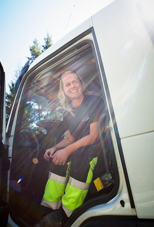 VEGUSDAL 2015-08-19: NAV har bekostet lastebilsertifikat for en rekke klienter slik at de har kommet seg ut i arbeid i bygg- og anleggssektoren. FOTO:WERNERJUVIK