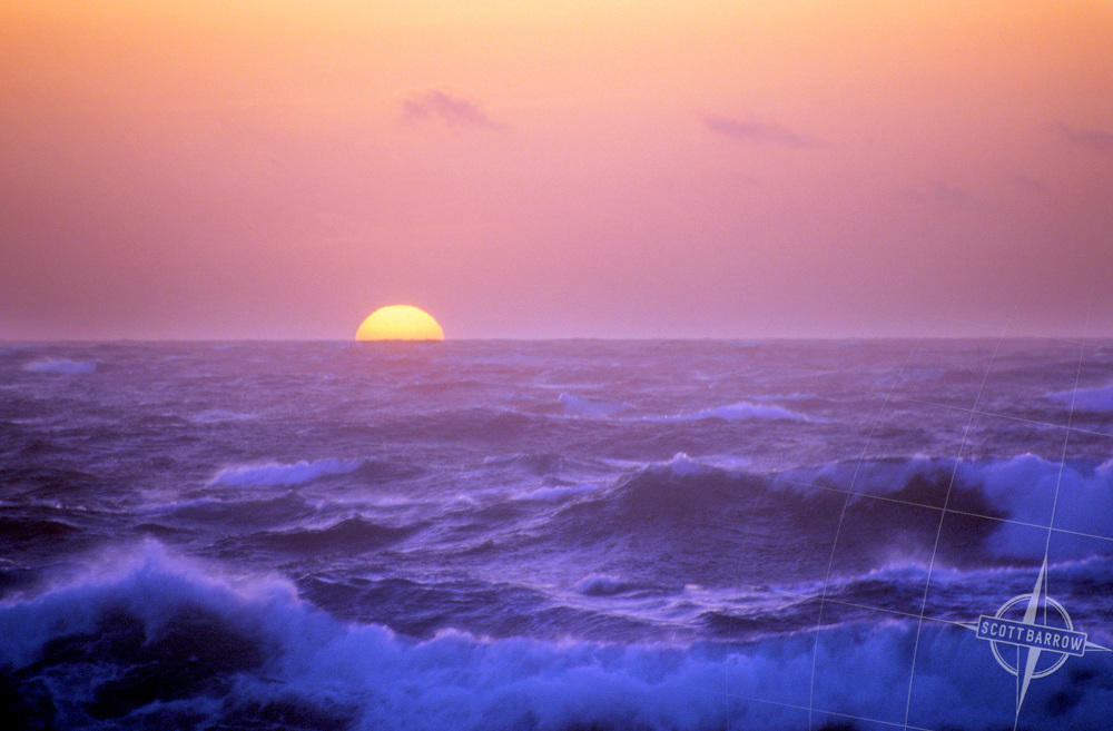Sunset/rise over ocean