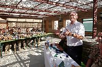 11 AUG 2003, KABUL/AFGANISTAN:<br /> Peter Struck, SPD, Bundesverteidigungsminister, im Gesraech mit Soldaten des deutschen Kontingents der International Security Assistance Force, ISAF, Camp Warehouse, Lager der ISAF Truppen in der Naehe von Kabul<br /> IMAGE: 20030811-01-084<br /> KEYWORDS: Bundeswehr, Streitkraefte, Streitkräfte,   Bundeswehr,