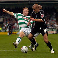 Photo: Alan Crowhurst.<br />Yeovil Town v Swansea. Coca Cola League 1. 08/10/2005. Swansea's Andy Robinson (R) gets into the box.