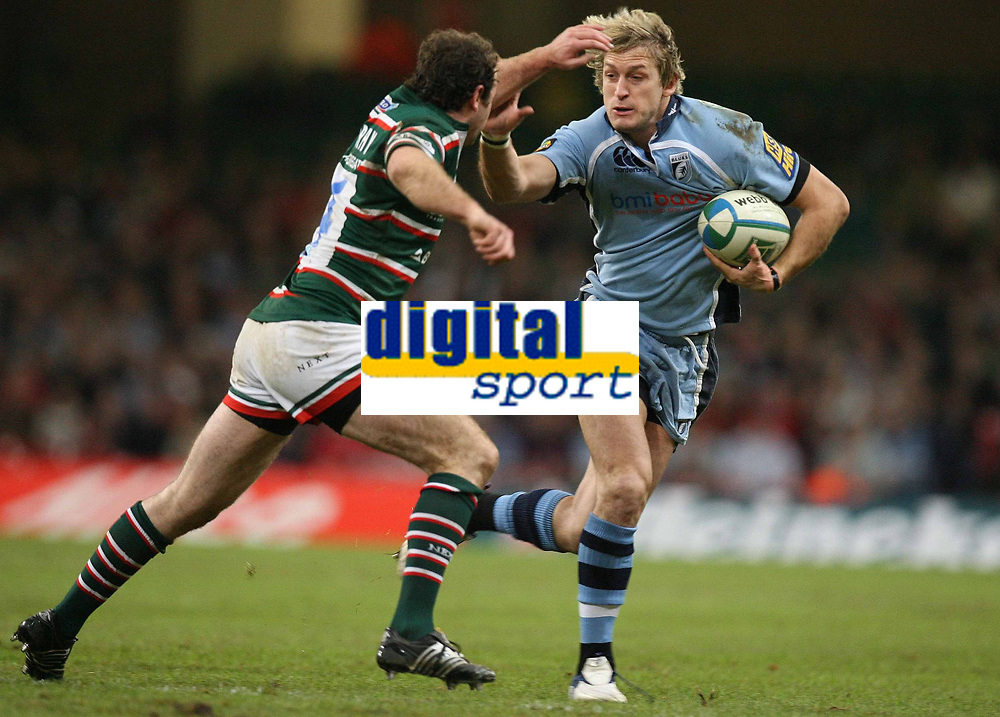 Photo: Rich Eaton.<br /> <br /> Cardiff Blues v Leicester Tigers. Heineken Cup. 29/10/2006. Jamie Robinson right of Cardiff Blues is tackled by Tigers Geordan Murphy