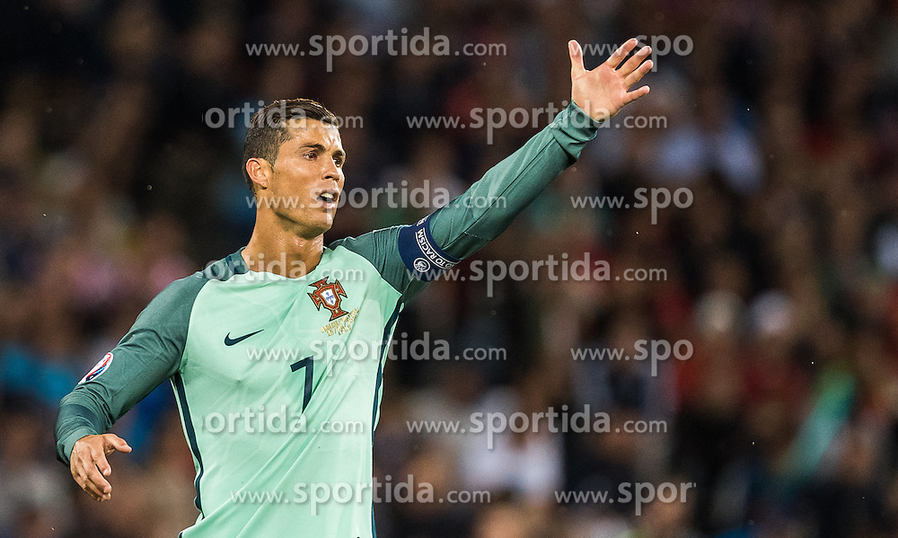 25.06.2016, Stade Bollaert Delelis, Lens, FRA, UEFA Euro 2016, Kroatien vs Portugal, Achtelfinale, im Bild Cristiano Ronaldo (POR) // Cristiano Ronaldo (POR) during round of 16 match between Croatia and Portugal of the UEFA EURO 2016 France at the Stade Bollaert Delelis in Lens, France on 2016/06/25. EXPA Pictures © 2016, PhotoCredit: EXPA/ JFK