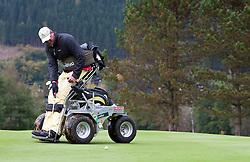 05.10.2010, Golfclub, Zell am See Kaprun, AUT, European Paragolf Championships 2010, im Bild Feature Paragolf ein Golf Spieler in einem sogenannten Paragolfer, EXPA Pictures © 2010, PhotoCredit: EXPA/ J. Feichter
