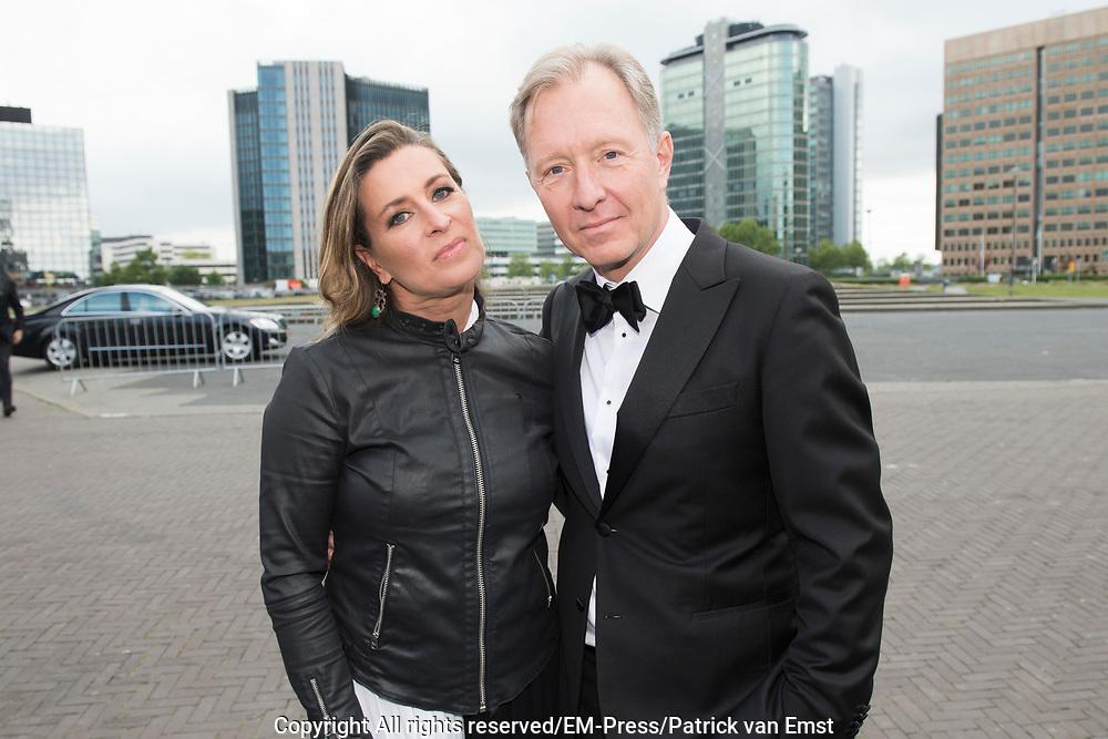 Amsterdam Diner 2019, actief een bijdrage te willen leveren aan een wereld zonder aids.<br /> <br /> Op de foto:  Rick Nieman en partner Sacha de Boer