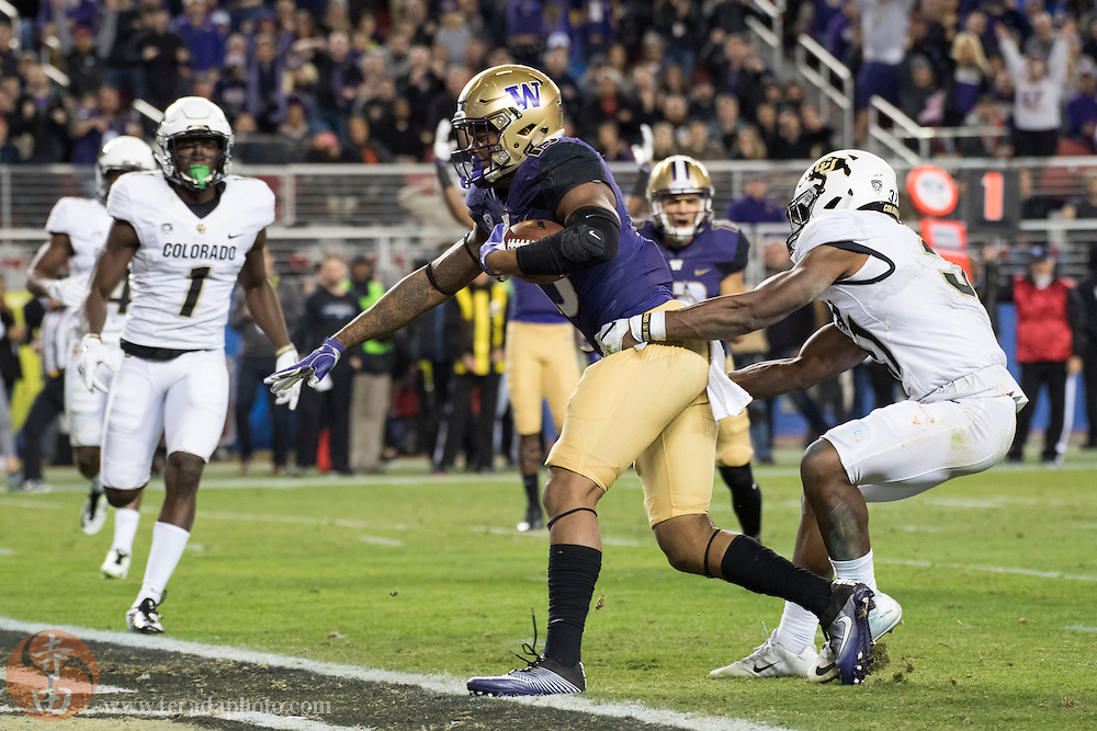 December 2, 2016; Santa Clara, CA, USA; Washington Huskies tight end Darrell Daniels (15) scores a touchdown past Colorado Buffaloes linebacker Kenneth Olugbode (31) during the second quarter in the Pac-12 championship at Levi's Stadium.