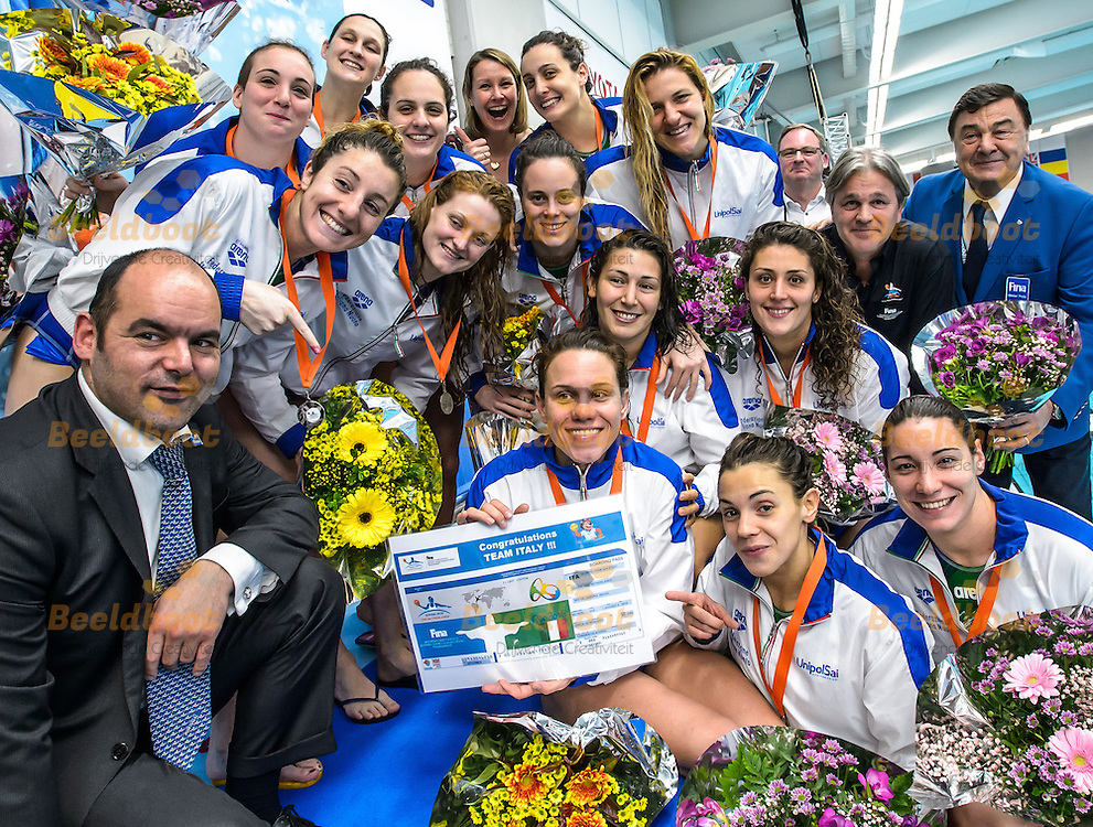 28-03-2016: Waterpolo: Verenigde Staten v Italie: Gouda<br /> <br /> <br /> <br /> Waterpolowedstrijd tussen dames team Verenigde Staten en team Italie tijdens het Olympisch Kwalificatie toernooi (OKT) in het Groenhovenbad in Gouda<br /> <br /> Waterpolo match between ladies of team USA and team Italy during the Olympic Qualification Tournament  (OQT) at Groenhovenbad in Gouda<br /> <br /> Foto: Gertjan Kooij