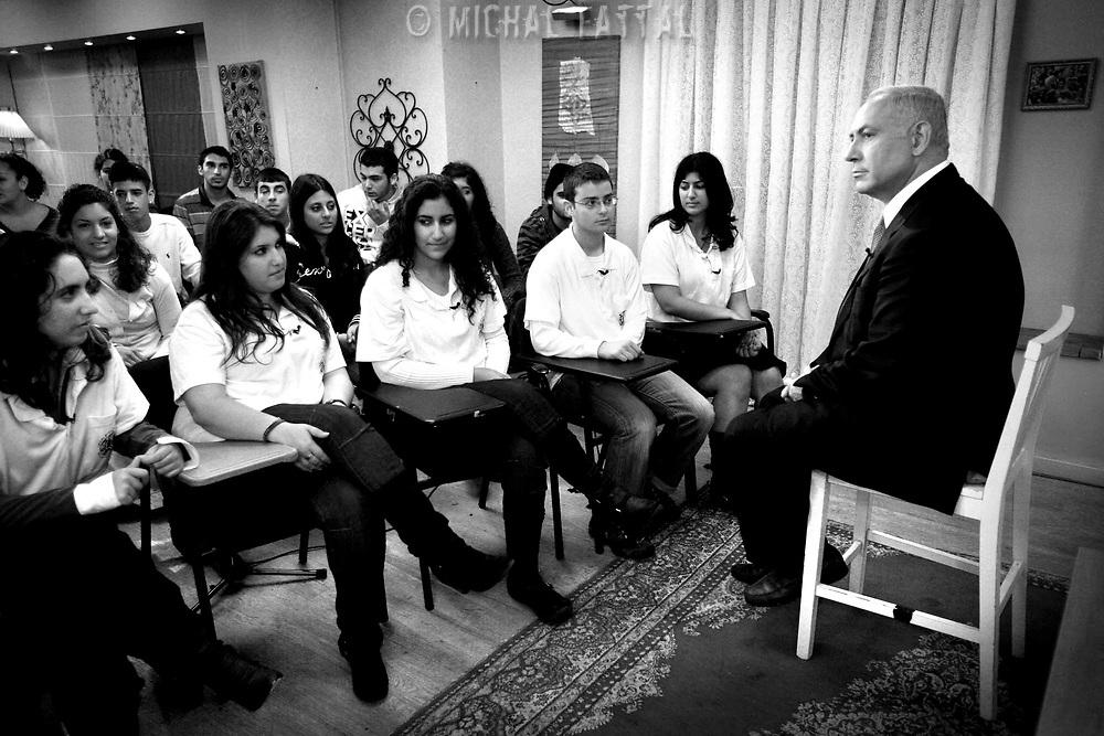 Benjamin Netanyahu's teaches class of teenagers during a TV show, January 2009.