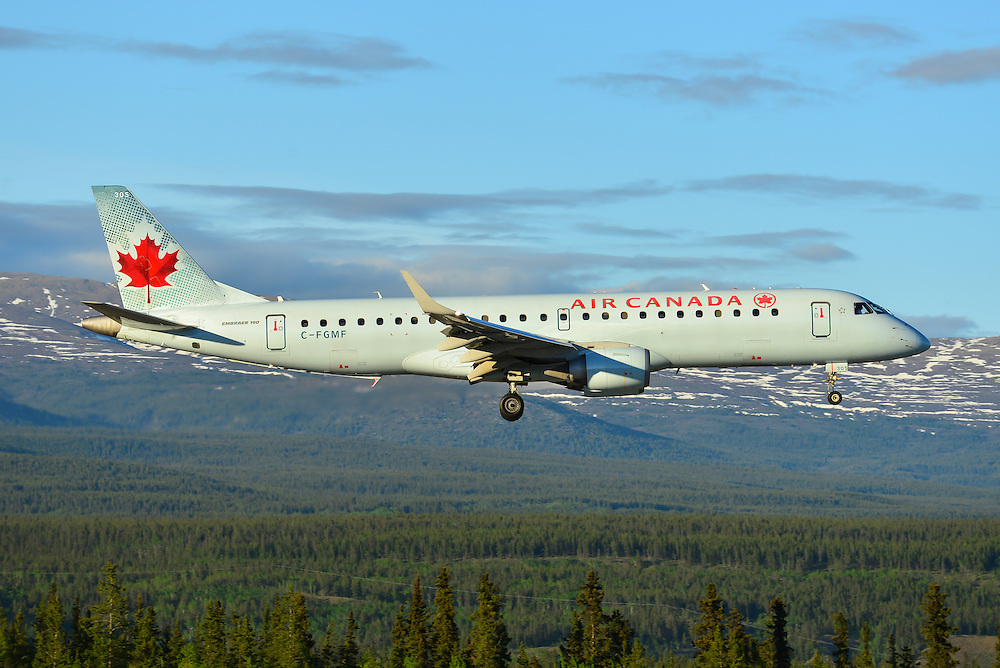 Air Canada Embraer 190 C-FGMF on short final in the setting sun