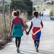 due ragazze di 16 e 17 anni camminano verso il CPA ( Centro Pima Accoglienza) di Lampedusa dove sono state accolto dopo lo sbarco.