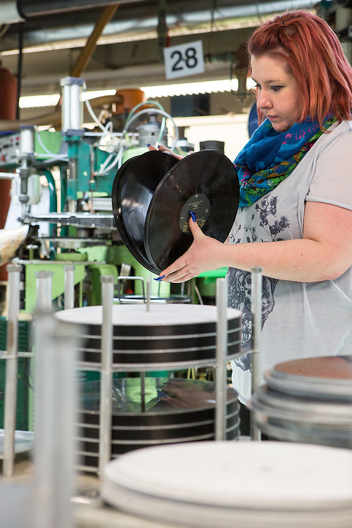 Germany - Deutschland - Optimal Media GmbH - Vinyl Schallplatten Pressung, Fertigung, Produktion; Vinyl Record Pressing - the biggest factory in Germany for record production; HERE: machine for Vinyl Pressing - quality controll;       Roebel, 11.12.14; © Christian Jungeblodt
