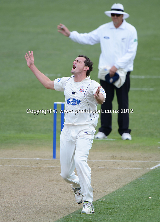 Auckland's Kyle Mills shows his frustration at bowling a no ball. Plunket Shield Cricket, Auckland Aces v Wellington Firebirds at Eden Park Outer Oval. Auckland on Monday 26 November 2012. Photo: Andrew Cornaga/Photosport.co.nz