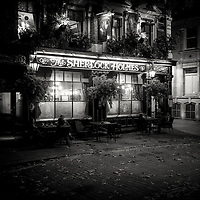 Sherlock Holmes pub, london, uk at night