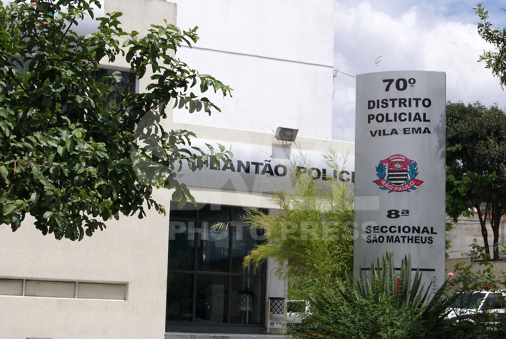 SÃO PAULO, SP, 25 DE DEZEMBRO DE 2009 - FACHADA 70º DP -  Fachada do 70º Distrito Policial de Sapopemba, na zona Leste de São Paulo. Na foto fachada da delegacia, com movimentação normal. FOTO: WILLIAM VOLCOV/  BRAZIL PHOTO PRESS
