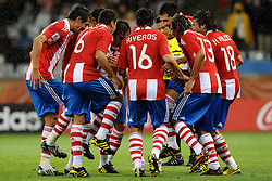 14.06.2010, Cape Town Stadium, Kapstadt, RSA, FIFA WM 2010, Italien vs Paraguay im Bild Paraguay feiert das 1 - 0 durch Antolin Alcaraz, die Spieler tanzen, EXPA Pictures © 2010, PhotoCredit: EXPA/ InsideFoto/ G. Perottino, ATTENTION! FOR AUSTRIA AND SLOVENIA ONLY!!! / SPORTIDA PHOTO AGENCY