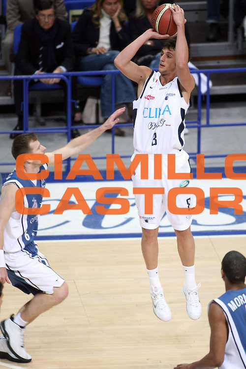DESCRIZIONE : Bologna Lega A1 2005-06 Play Off Semifinale Gara 3 Climamio Fortitudo Bologna Carpisa Napoli<br /> GIOCATORE : Mancinelli<br /> SQUADRA : Climamio Fortitudo Bologna<br /> EVENTO : Campionato Lega A1 2005-2006 Play Off Semifinale Gara 3<br /> GARA : Climamio Fortitudo Bologna Carpisa Napoli<br /> DATA : 07/06/2006 <br /> CATEGORIA : Tiro<br /> SPORT : Pallacanestro <br /> AUTORE : Agenzia Ciamillo-Castoria/E.Castoria<br /> Galleria : Lega Basket A1 2005-2006 <br /> Fotonotizia : Napoli Campionato Italiano Lega A1 2005-2006 Play Off Semifinale Gara 3 Climamio Fortitudo Bologna Carpisa Napoli<br /> Predefinita :