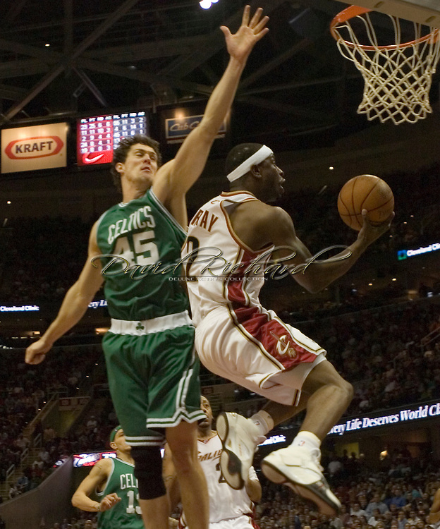 PHOTO BY DAVID RICHARD.Clevleand's Flip Murray makes a reverse layup against Raef LaFrentz and the Boston Celtics last night in the second half.