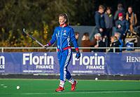 AMSTELVEEN - De geblesseerde Caia van Maasakker (SCHC) doet mee aan de warming-up voor  de competitie hoofdklasse hockeywedstrijd dames, Pinoke-SCHC (1-8) . COPYRIGHT KOEN SUYK