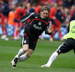 MIDDLESBROUGH, ENGLAND - Saturday, January 12, 2008: Liverpool's Fernando Torres warms-up before the Premiership match against Middlesbrough at the Riverside Stadium. (Photo by David Rawcliffe/Propaganda)