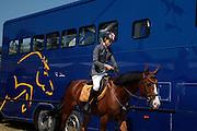 Cavalière avec son cheval de competition au Concours hippique de Bulle, manège de Marsens juillet 2009. Reiterin mit Pferd am nationalen Wttkampf in der Manege Marsens. © Romano P. Riedo