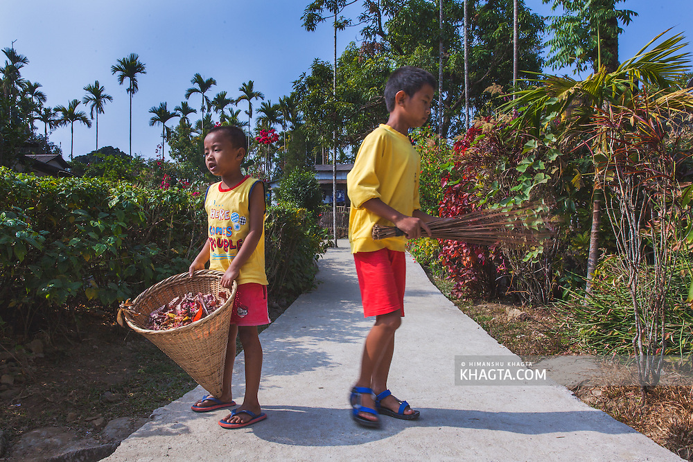 Kids of Mawlynnong cleaning the village.