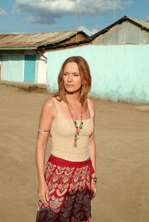 Katja Flint waehrend der Dreharbeiten zu Die Weisse Massai in Maralal, Nord Kenia, 2004. <br /> <br /> Katja Flint during the shooting of The White Massai in Maralal, Northern Kenya, 2004.